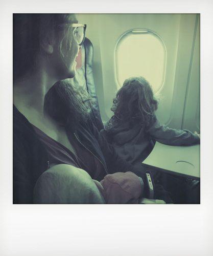 Bimbi in vacanza in aereo