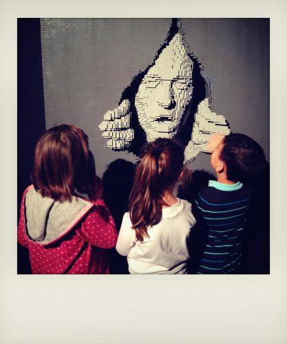 Bambini a una mostra